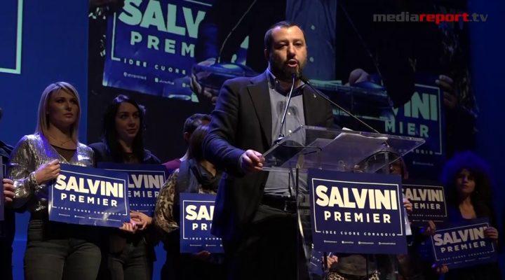 """Salvini fa il pienone e inaugura a Bari la """"rivoluzione del buonsenso"""""""
