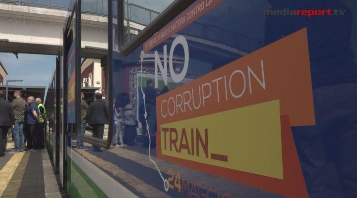 """Da Bari a Matera, 150 studenti sul treno della Legalità """"No corruption train"""""""