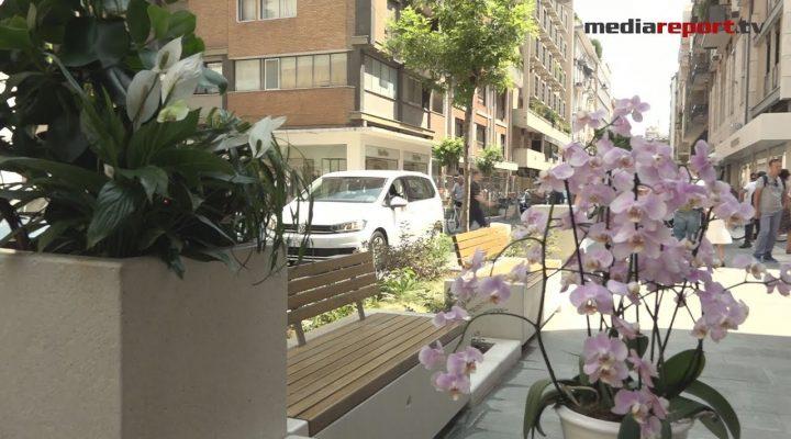 """Bari, restyling via Sparano: arrivano le panchine con """"la spalliera"""""""