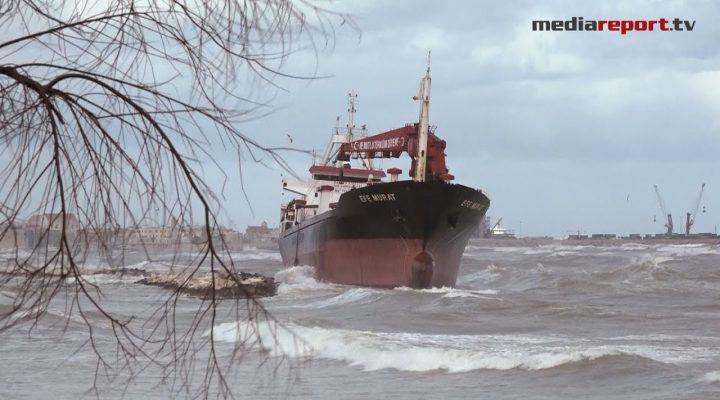 """Maltempo a Bari, nave mercantile turca arenata sul litorale di """"Pane e Pomodoro"""""""