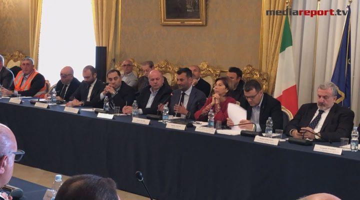 Puglia, emergenza gelate e Xylella: vertice in Prefettura con il ministro Centinaio