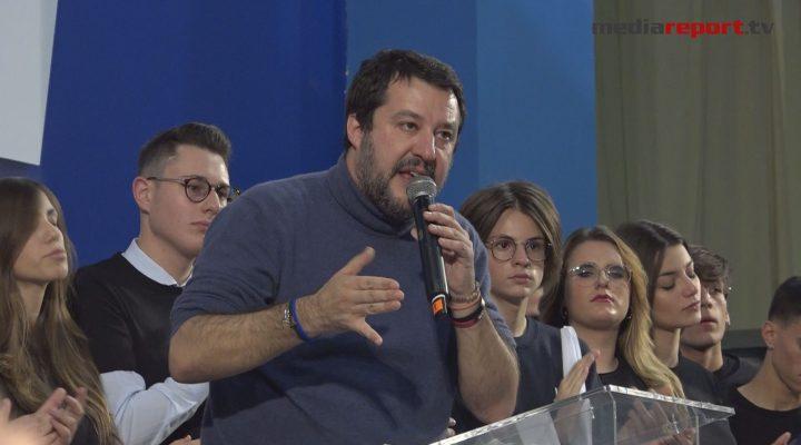 """Regionali Puglia 2020, Salvini a Bari glissa su Fitto candidato presidente: """"Prima la squadra e il progetto"""""""