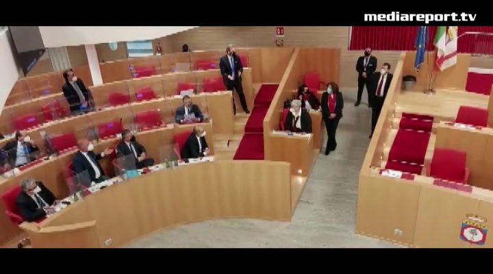 """Puglia, mozione dg Arpal in Consiglio: il centrosinistra abbandona l'aula, manca il numero legale. F.lli d'Italia: """"Vergognoso fuggi fuggi"""""""